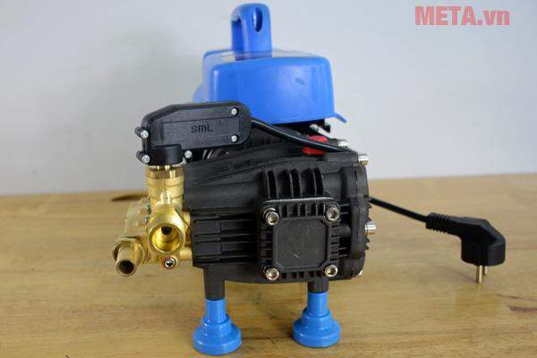Công tắc bật/tắt được thiết kế ngay trên thân máy