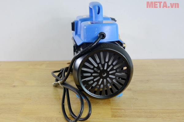 Đầu bơm dùng trục khuỷu thanh truyền điều khiển piston giúp máy hoạt động mạnh mẽ hơn