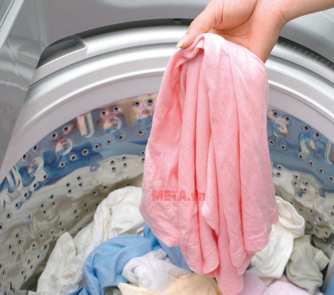 Quần áo không bị rối khi giặt với máy giặt cửa trên Hitachi