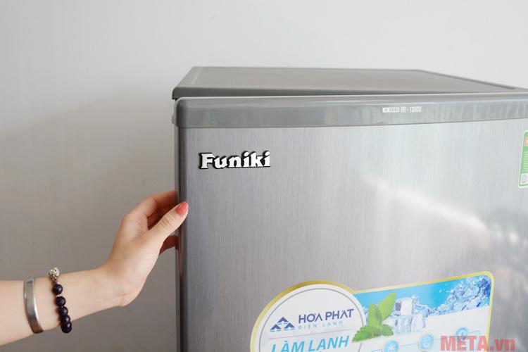 Người dùng dễ dàng mở tủ khi sử dụng