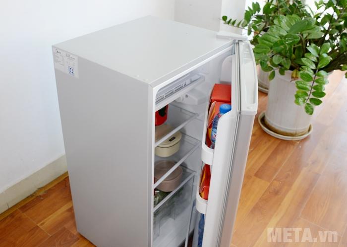 Tủ lạnh mini Midea HS-122SN được thiết kế các ngăn kệ hợp lý