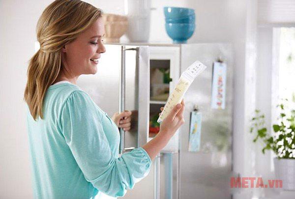 Bảo quản sữa mẹ bằng tủ lạnh