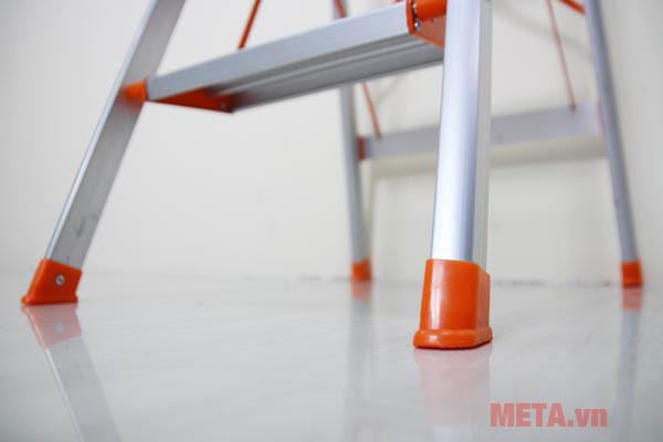 Chân thang ghế bọc nhựa