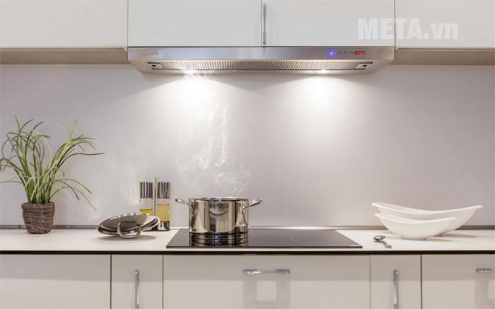 Máy hút mùi Malloca H204.7 giúp hút sạch mùi dầu mỡ khó chịu