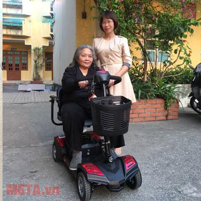Xe lăn điện dễ sử dụng