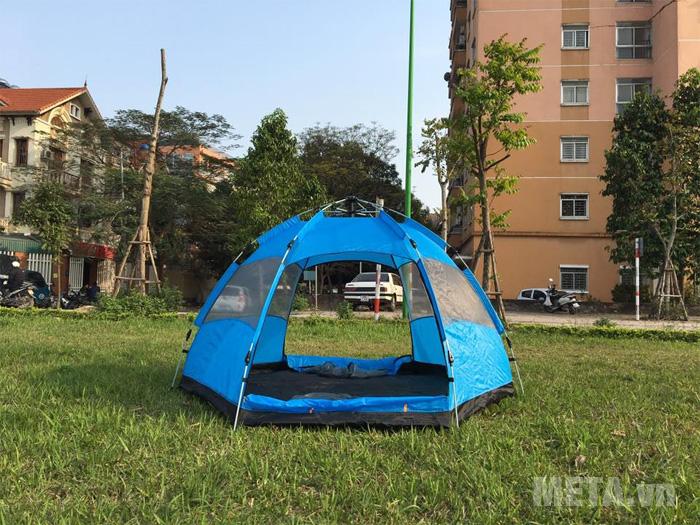 Lều du lịch bật tự động Halu MT0502.B 2 lớp có thể chống muỗi, côn trùng, mưa nắng.