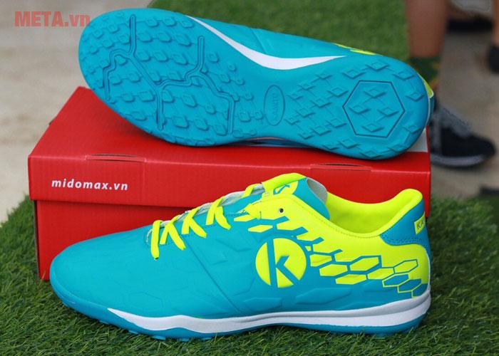 Giày đá bóng có chất liệu cao cấp