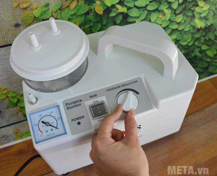 Núm chỉnh áp lực của máy hút dịch