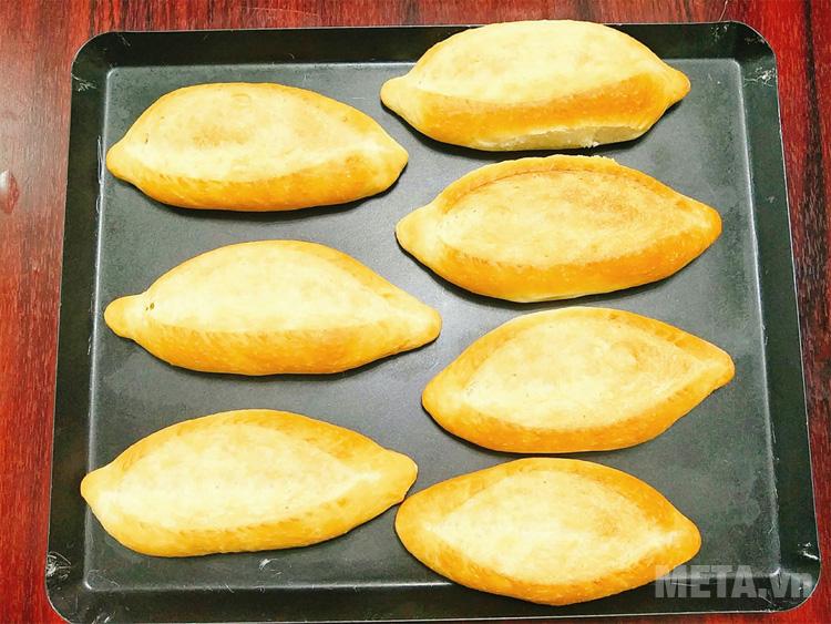 Bánh mì truyền thống là món ăn được nhiều người yêu thích