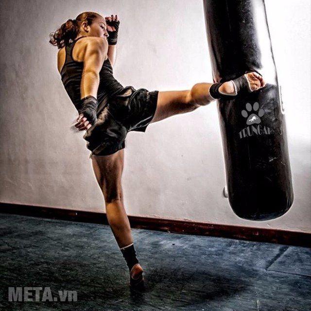 Bao cát boxing như một cách để luyện tập các cơ toàn thân, giảm mỡ...