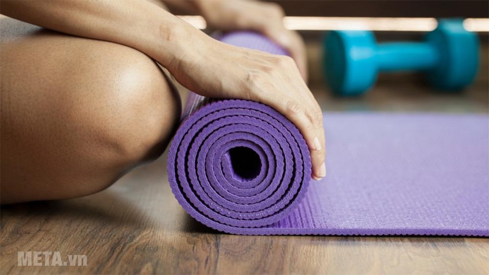 Thảm yoga cho các bài tập giãn cơ tại nhà