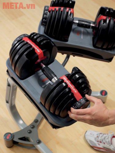 Tạ tay tùy biến trọng lượng cho phép bạn giảm bớt hoặc tặng thêm trọng lượng tạ