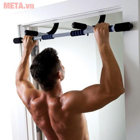 Tập xà đơn giúp kéo giãn toàn thân nhờ tác dụng của trọng lực