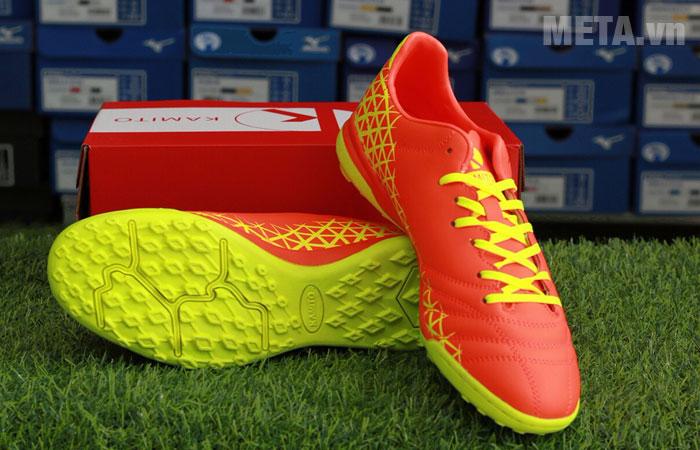 Giày bóng đá màu cam
