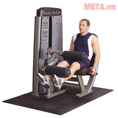 Máy tập chân cho phép bạn nằm xấp khi tập