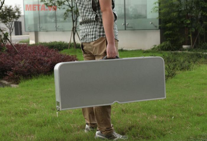 Bạn có thể gấp và mang đi như 1 chiếc vali