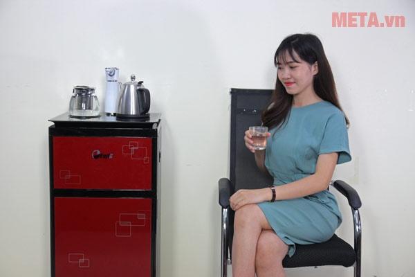 Cây nước nóng lạnh có vòi nước