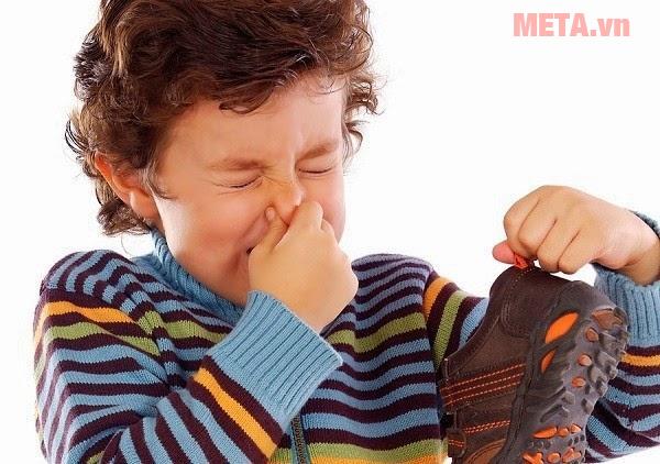Tuyệt chiêu khử mùi hôi giày đơn giản, hiệu quả