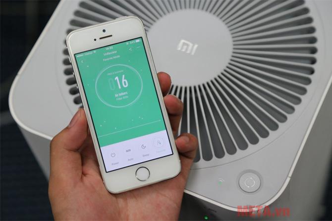 Mi Air Purifier 2 có thể điều khiển được bằng smartphone nhờ kết nối WiFi tích hợp sẵn