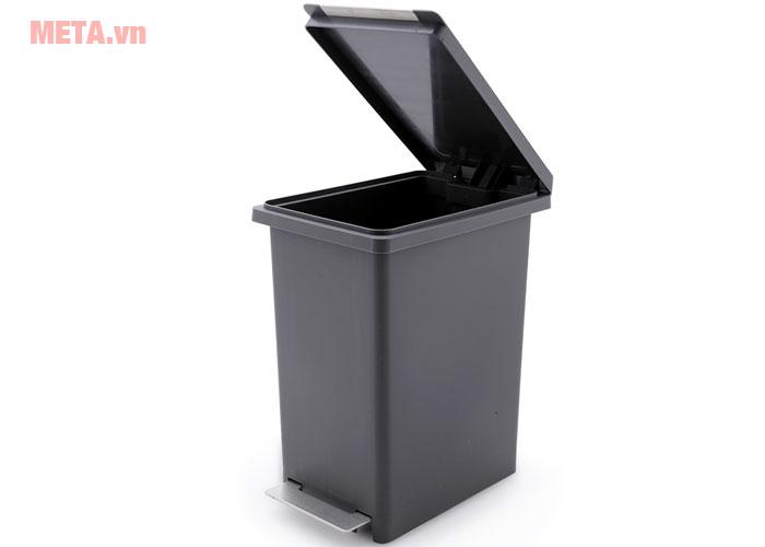 Thùng rác đóng mở dễ dàng