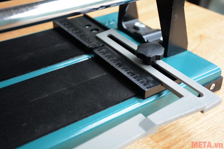 Vạch đo được thiết kế trên bàn cắt