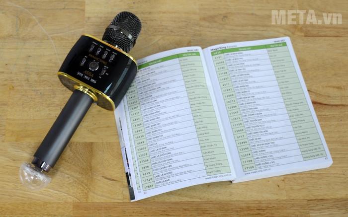 Micro Magic Sing MP-30 được đi kèm 1 quyển danh sách bài hát