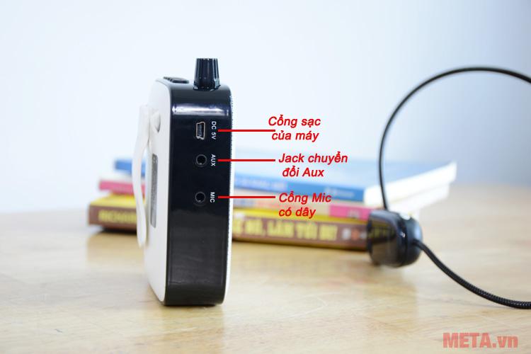 Máy có khả năng sử dụng micro có dây