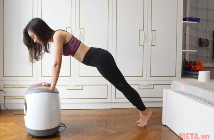 Luyện tập tăng cơ tay và cơ bụng với chức năng rung của máy massage