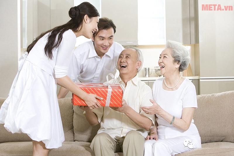 Những món quà ý nghĩa dành tặng cha mẹ dịp cuối năm