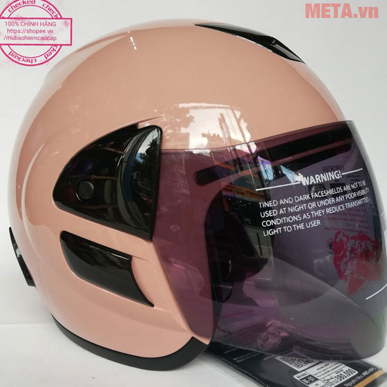 Mũ bảo hiểm màu hồng nhạt thực tế