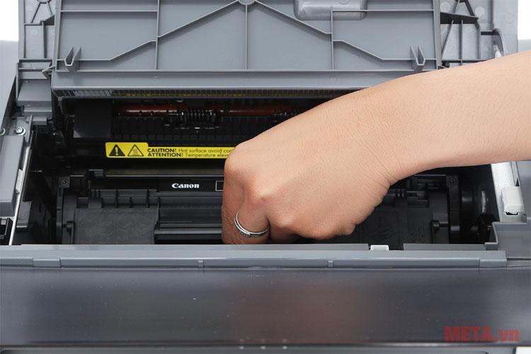 Người dùng dễ dàng thay hoặc thêm mực cho máy