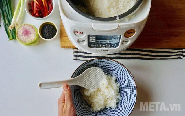 Nấu cơm bằng nồi cơm điện tử lâu hơn