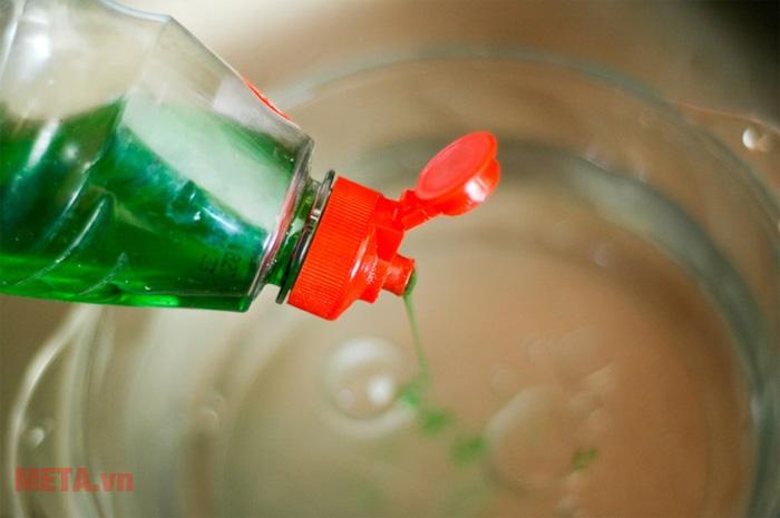 Pha nước rửa chén