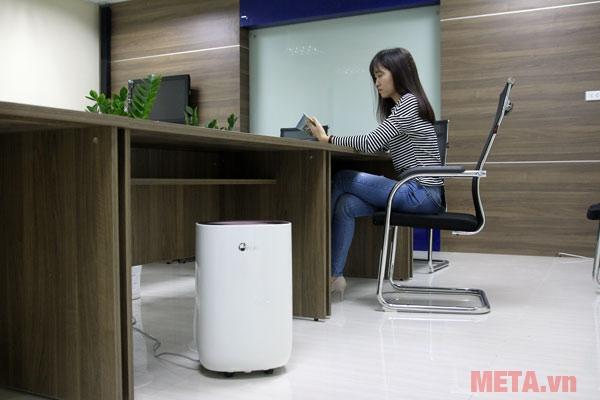 Máy hút ẩm dân dụng FujiE HM-912EC-N phù hợp sử dụng trong gia đình, văn phòng...