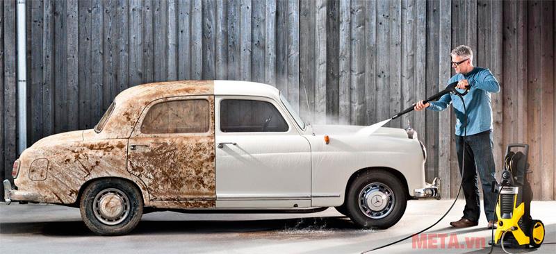 """Dùng máy rửa xe cao áp cho ô tô đúng cách không """"giết chết"""" động cơ"""