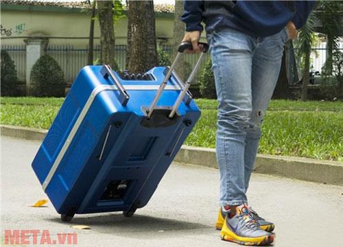 Ngoại hình, tay kéo, bánh xe di chuyển biến  M-7 thành chiếc vali kéo thực thụ