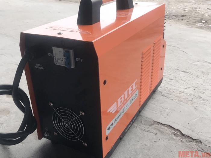 Khe tản nhiệt giúp máy hoạt động ổn định