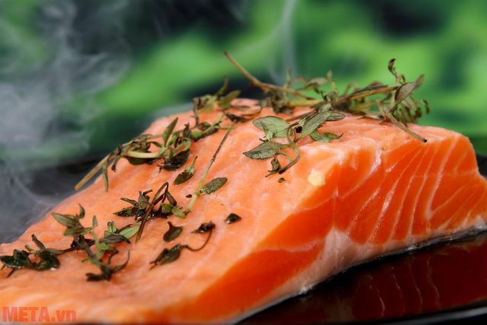 Dầu cá Omega 3 cung cấp đủ lượng Omega 3 cần thiết cho cơ thể, nhất là với những người ăn đủ khẩu phần cá mỗi tuần.