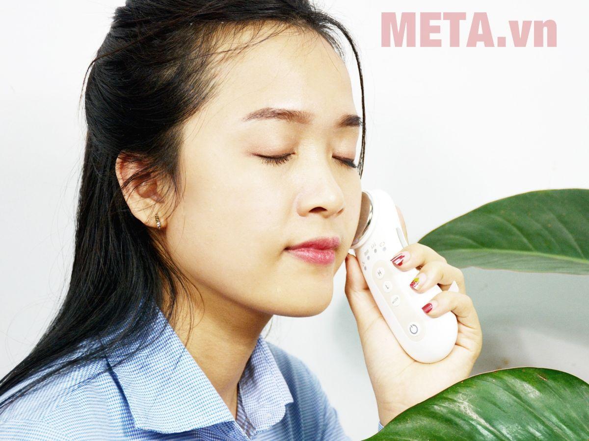 Máy massage da mặt RIO CESO2-NC dễ sử dụng