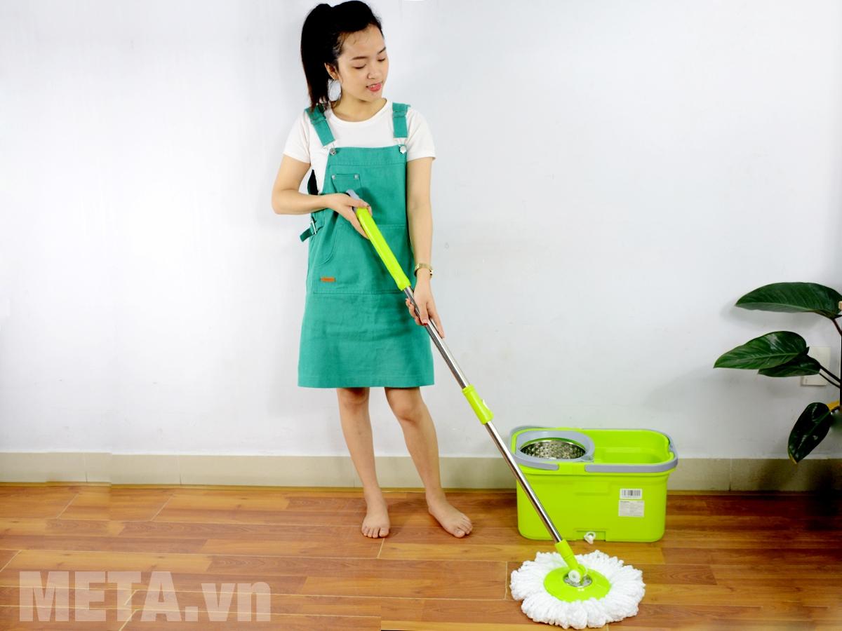 Chổi lau nhà đa năng Kangaroo KG94N giúp lau sạch mọi ngóc ngách