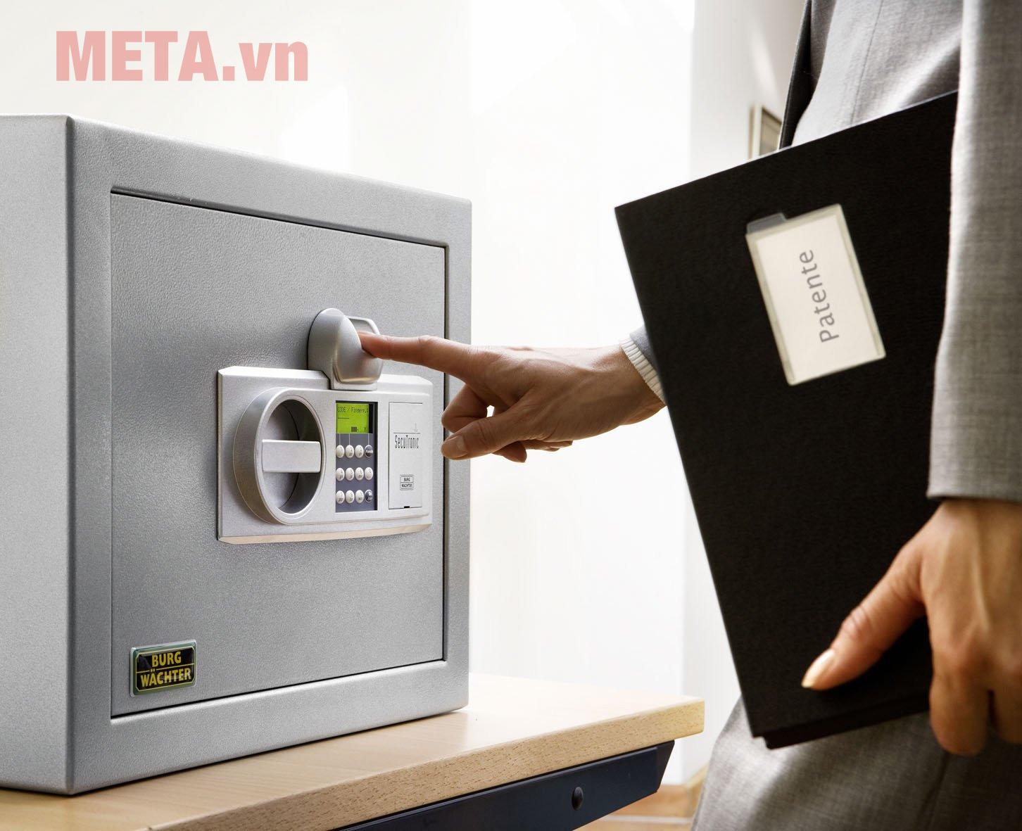Nên mua két sắt cơ hay điện tử?
