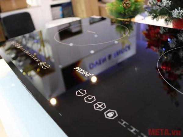 Bảng điều khiển cảm ứng hiện đại