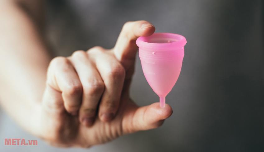 Hướng dẫn sử dụng cốc nguyệt san cho bạn nữ ngày