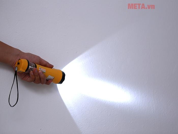Đèn pin cầm tay