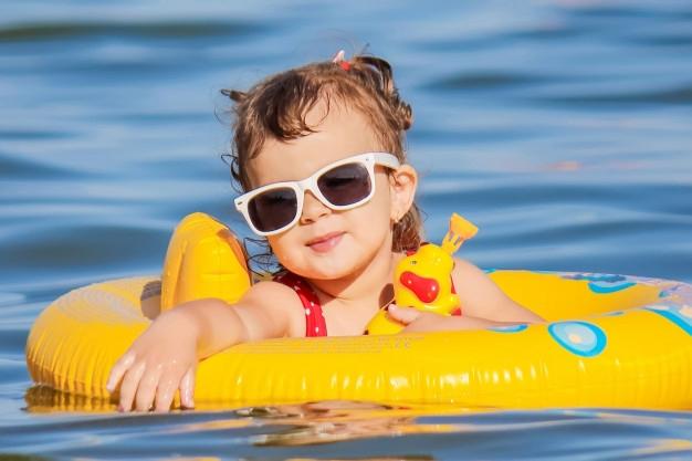 Chọn phao bơi an toàn cho bé