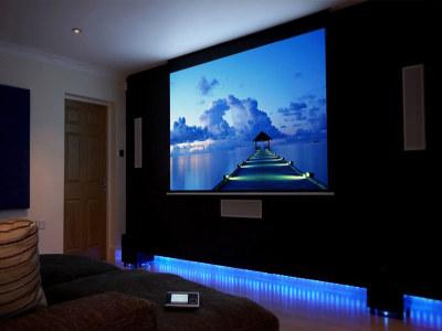 Màn chiếu treo tường hỗ trợ việc xem phim, giải trí... tại nhà hiệu quả.