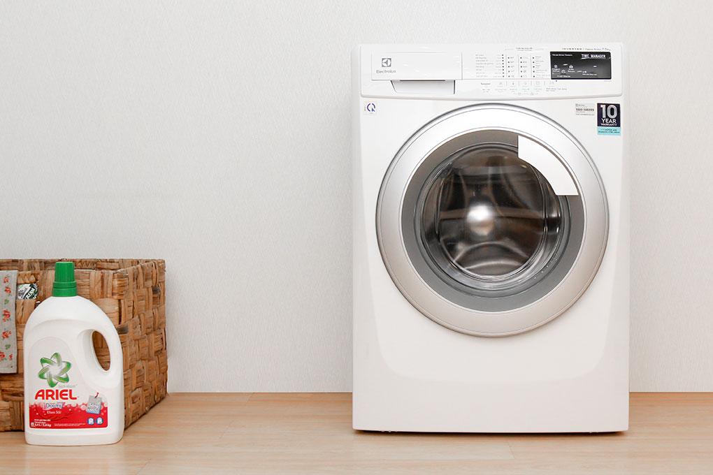 nên mua máy giặt cửa ngang LG hay Electrolux