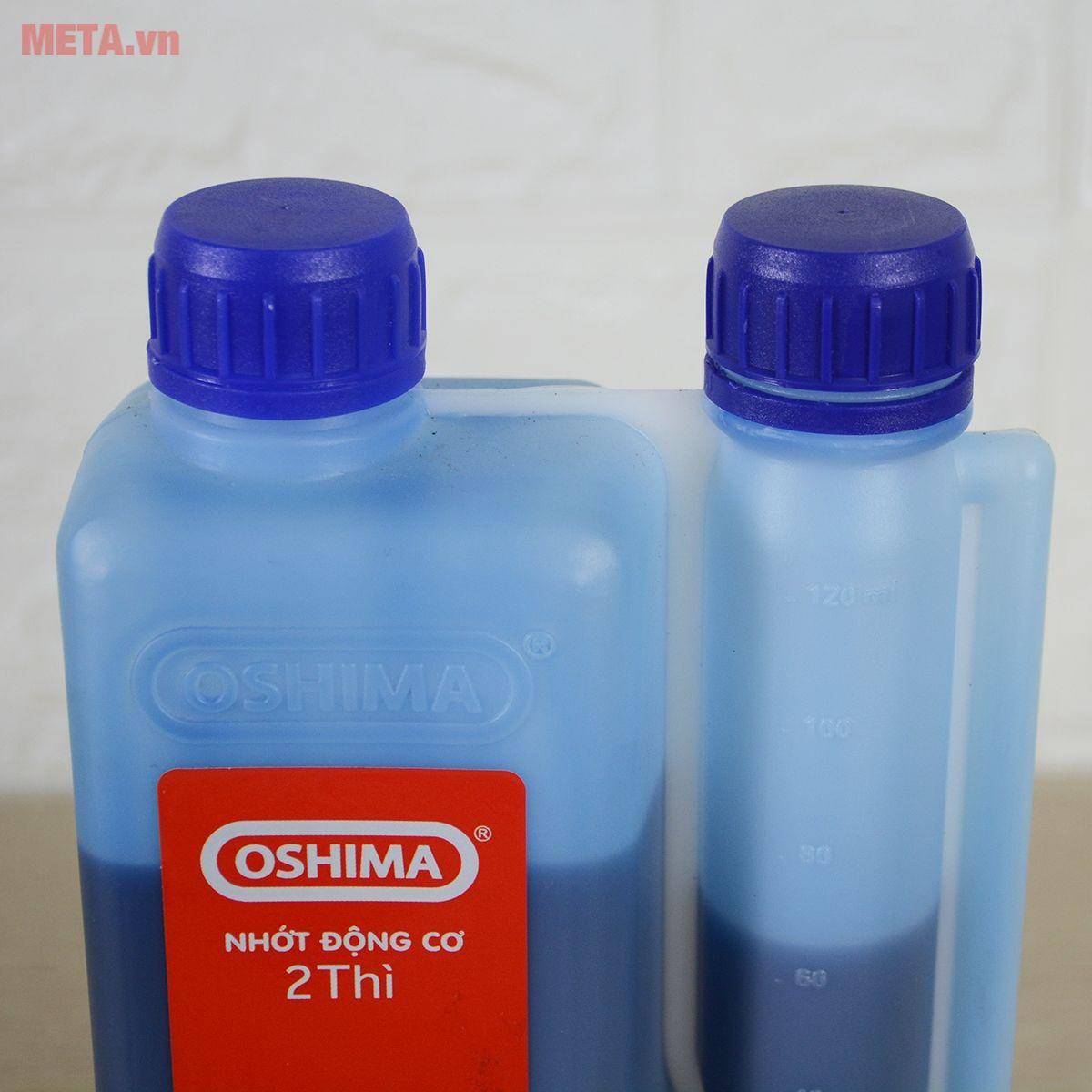 Nhớt oshima được đựng trong chai