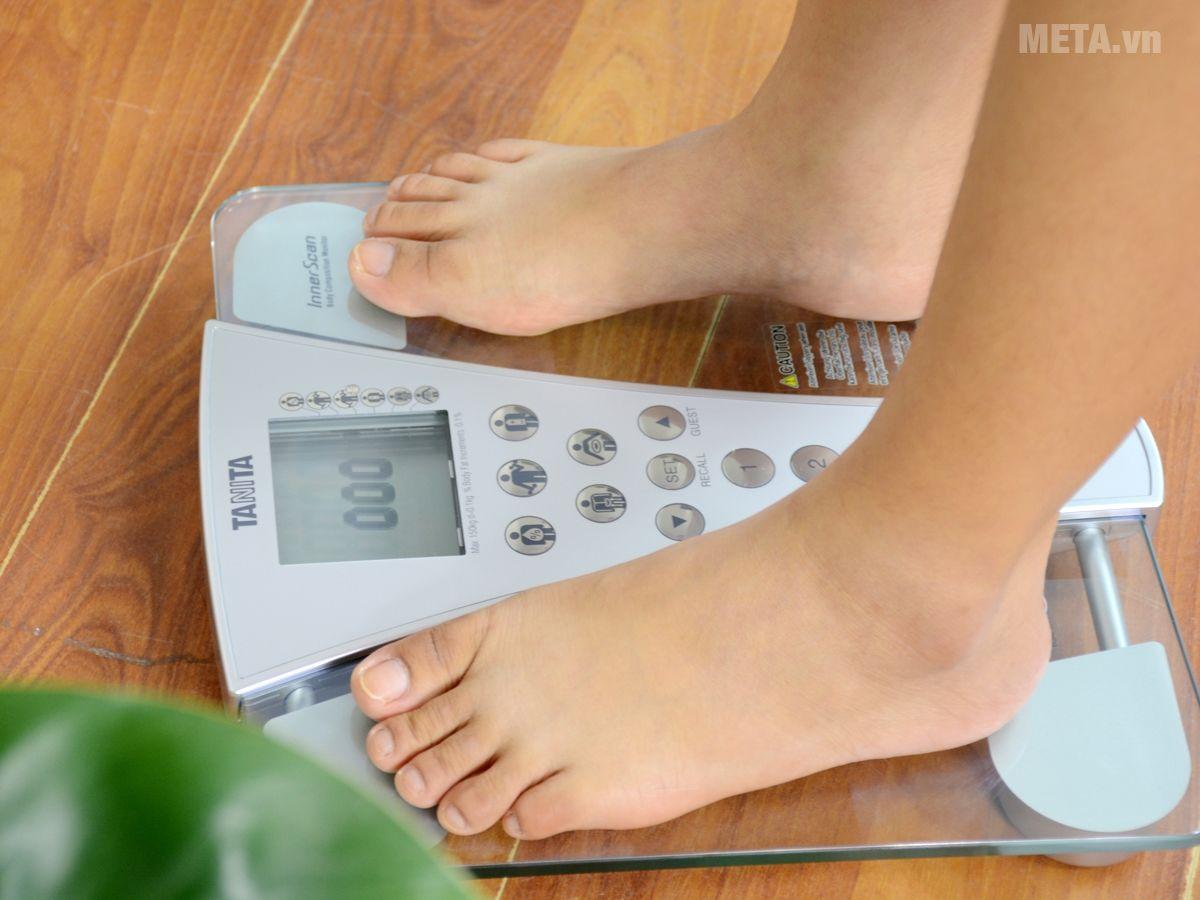 Cân sức khỏe và phân tích cơ thể Tanita BC-543 chịu được trọng tải 150kg