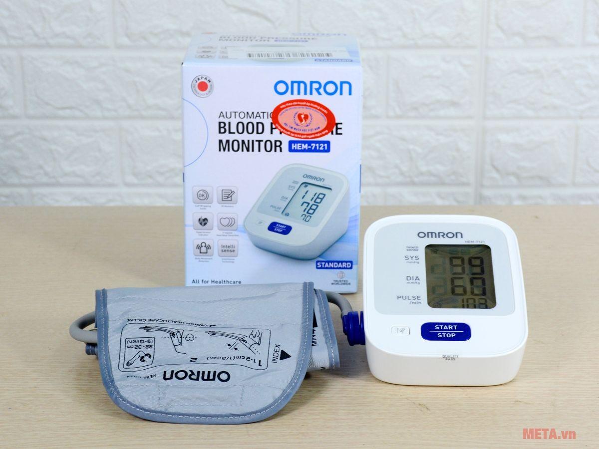 Bộ sản phẩm máy đo huyết áp bắp tay tự động Omron HEM-7121